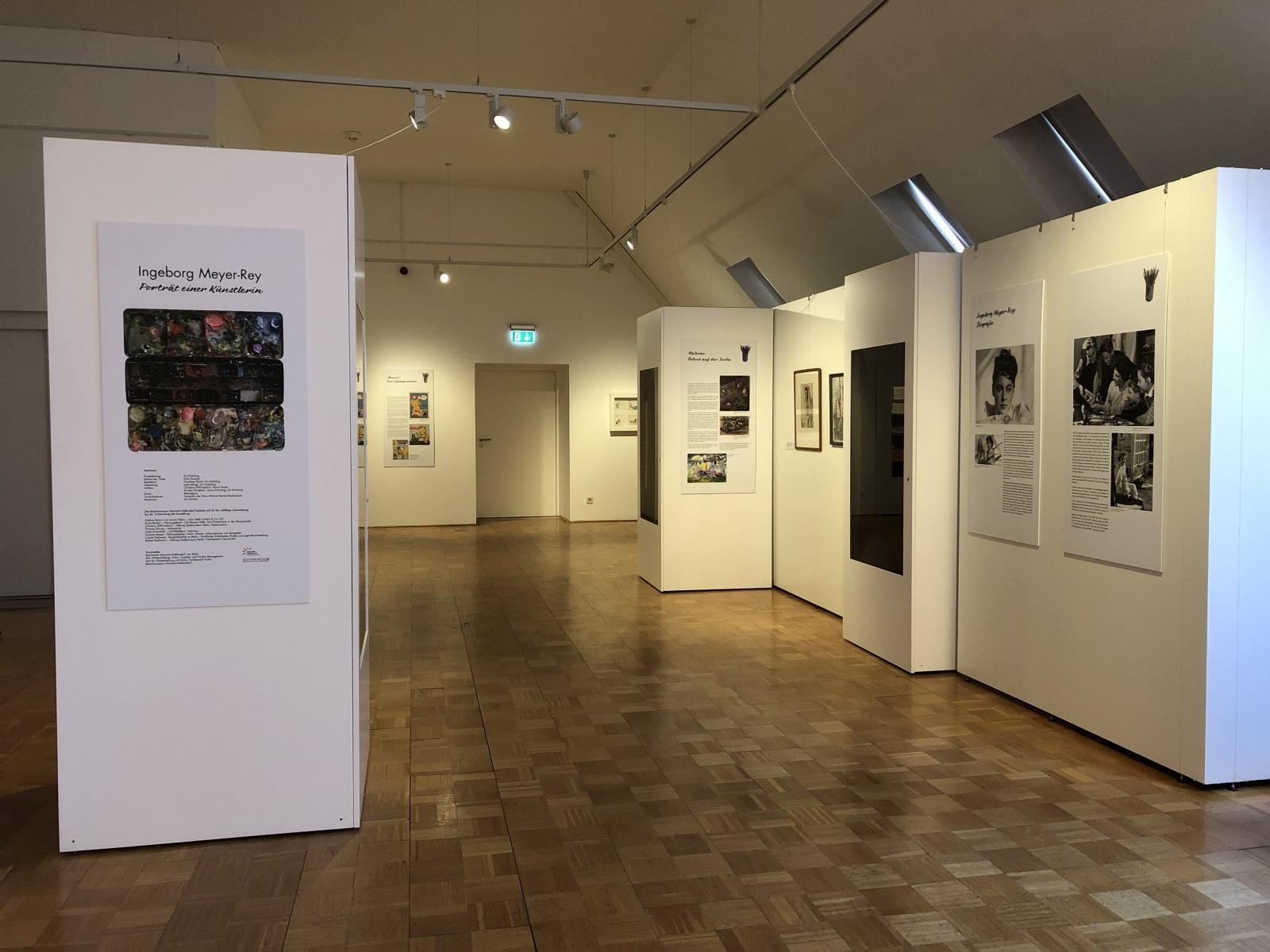 Blick-in-Ausstellung-Ingeborg-Meyer-Rey